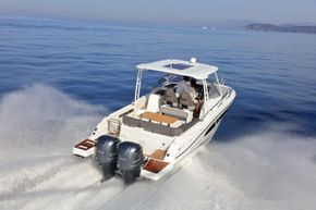 Jeanneau Cap Camarat 9.0 WA (sports boat / cruiser) - on the water - after starboard view