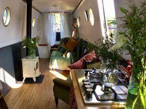 Lounge facing bow