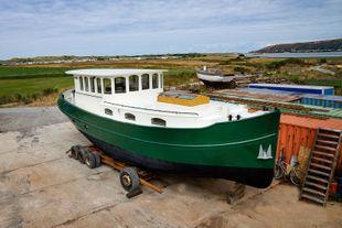 New luxury bargeyacht