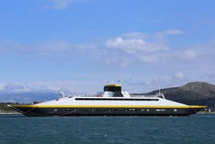 MODERN DOUBLE ENDED CAR/PAX FERRY