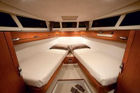 Manufacturer Provided Image: Greenline 33 Cabin