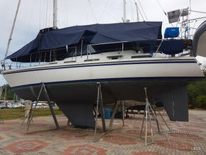 47 ft Centre Cockpit Yacht for Sale in Langkawi