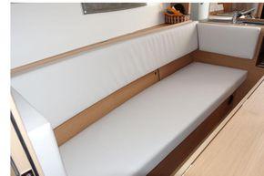 Settee Stbd (similar boat)