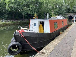 Cozy 33ft Liveaboard Rare Layout Narrowboat