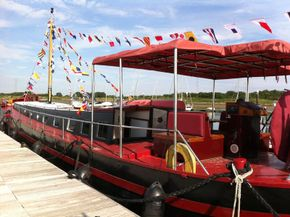 Aft deck seating and awning