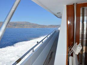 Versil Craft 26 Aft Cabin, Flybridge, 2 separate crew cabins - Side Deck