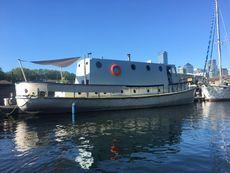 London Houseboat  w residential mooring London