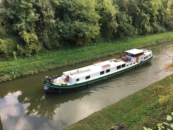 Stunning 94ft x 14ft Classic Luxe Motor