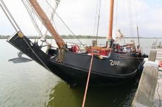 Sailing-chartership type schokker