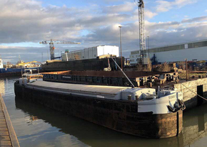 38m Spits Barge