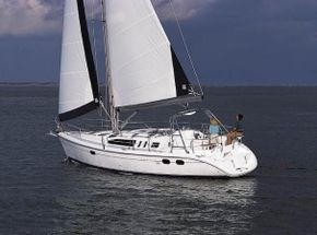 Hunter 389 under sail