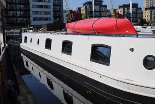 19m widebeam on Residential mooring in Canary Wharf