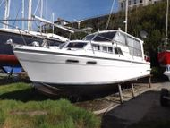 1990 Classic Yacht 27 Sedan