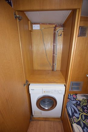 Washing machine / room for dryer