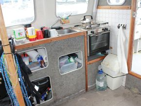 Offshore 105  - Galley