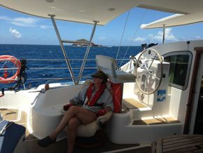 cockpit living, sailing under autopilor