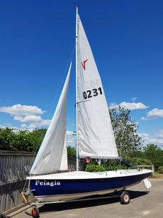 Wayfarer World - Blue & white hull - excellent condition