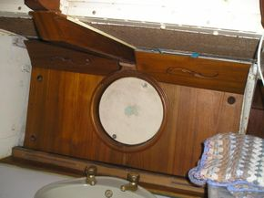 Saloon ceiling knee and porthole