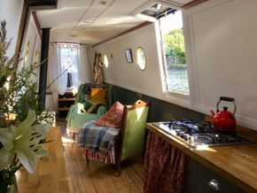 Lounge facing bows