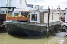 Stunning Contemporary Houseboat