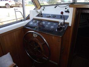 Aquafibre 38 Centre Cockpit - Helm