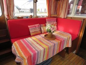 Dutch Steel Cruiser Canal and river cruiser - Saloon Table