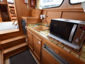 Stevens 1040 with London mooring - Galley
