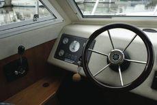 Sheerline740 Centre Cockpit Helm