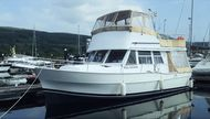 Mainship 390 Flybridge Trawler