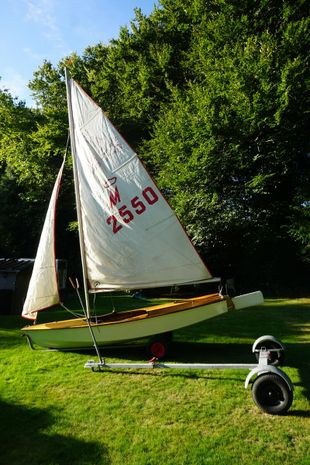 MIRACLE SAILING DINGHY NUMBER 2550
