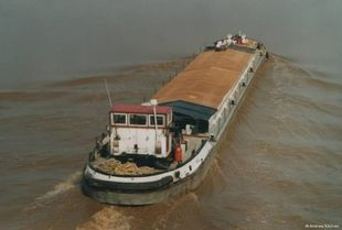 Commercial barge ideal for conversion