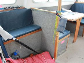 Offshore 105  - Interior