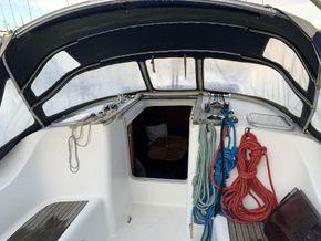 Beneteau Oceanis 393 - Companionway