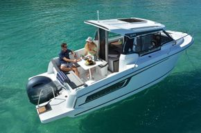 Jeanneau Merry Fisher 695 - boat from starboard side aft overhead