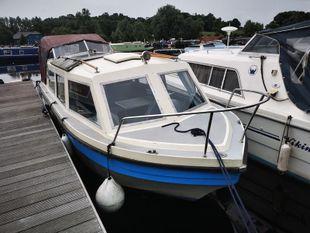 23' Viking Cruiser with an option of a mooring at Roydon Marina Villag