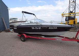 Auction: Maxum Cuddy speedboot