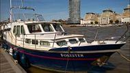Motor Cruiser HouseBoat Chelsea Reach