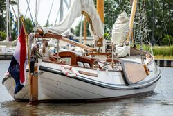 life aboard sailing yacht 'Lemsteraak'
