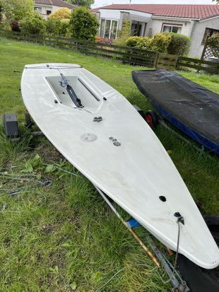 Laser with radial and standard rigging
