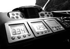 Sealine S42 Helm Dash