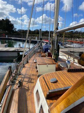 Wooden  Custom Wood-epoxy classic cruising sailboat - Side Deck