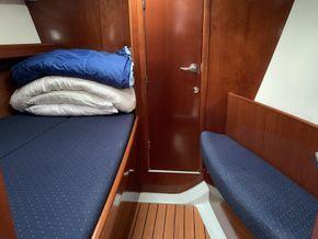 Beneteau Oceanis 393 - Forward Cabin