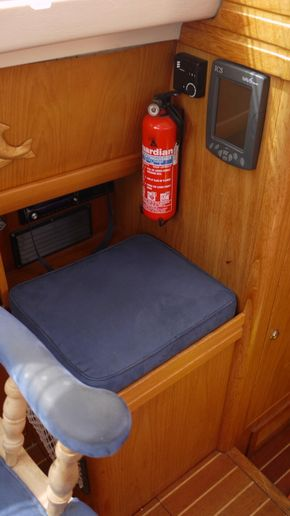 seat /storage under, aft of saloon