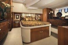 52 Ovation Yacht