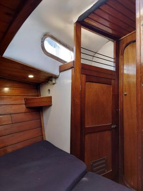 Looking aft from v berth