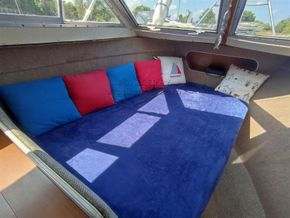 Seamaster 813 double berth layout for a couple - Cabin