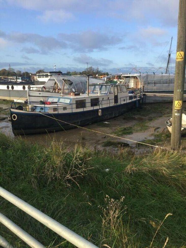 60 x 12ft dutch barge