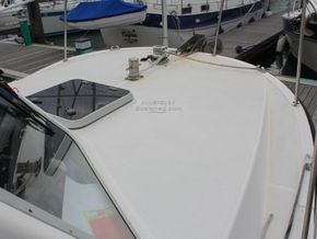 Offshore 105  - Foredeck