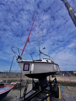 Lesiure 17 sailboat