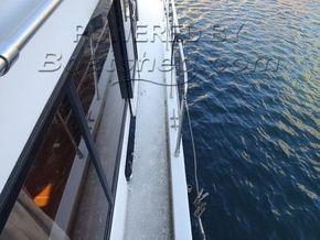 President 37 Sundeck  - Side Deck